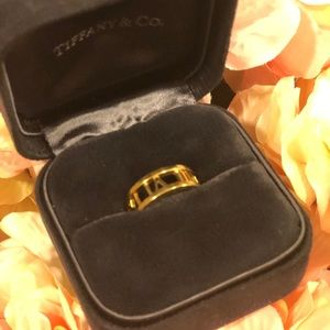 Tiffani &Co  gold ring !!!